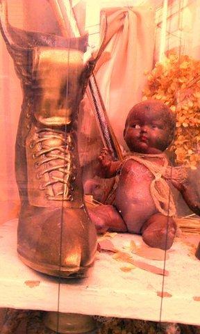 写真・人形とブーツ.jpg