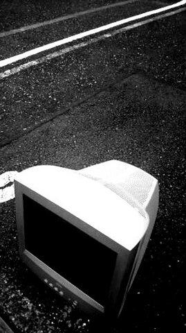 写真・捨てられたモニター.jpg