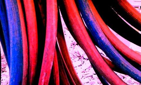 写真・赤いホース青いホース.jpg