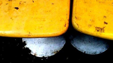 写真・黄色い椅子.JPG