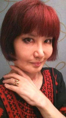 赤い刺繍のセルフポートレート.JPG